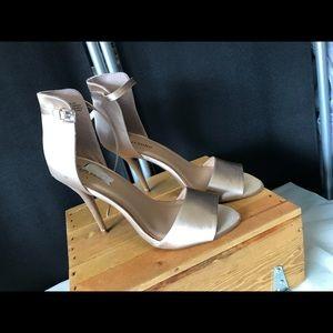 Never worn! Beautiful shoe size 9.5